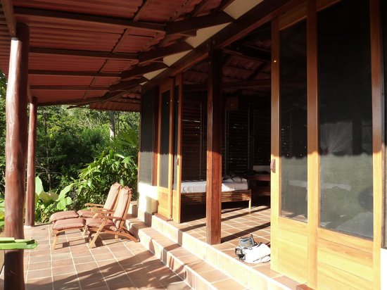 El Remanso Lodge: cabin deck