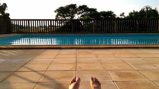 Camping La Nouvelle Croze : piscine en soirée