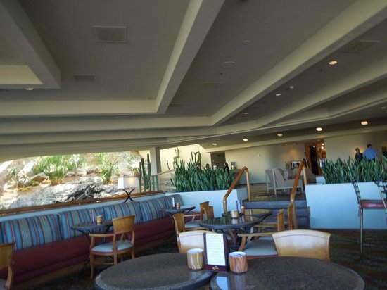 Phoenix Marriott Tempe at The Buttes: nice bar area for meeting others