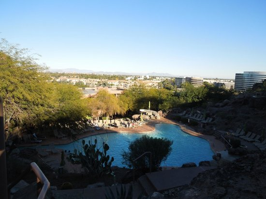 Phoenix Marriott Tempe at The Buttes: beautiful pool and view of the city