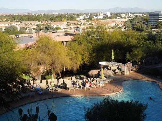 Phoenix Marriott Tempe at The Buttes: view from the skybridge