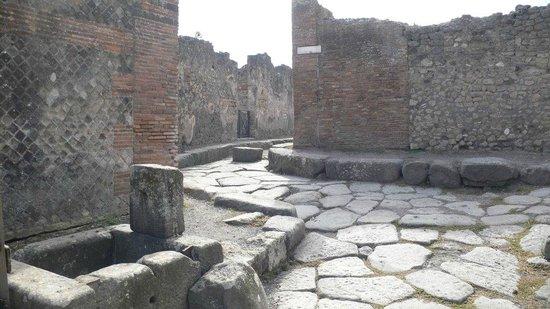 Pompeji: Gasse mit Querungshilfe