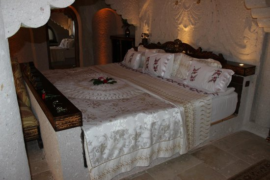 Gamirasu Cave Hotel: The king Bed