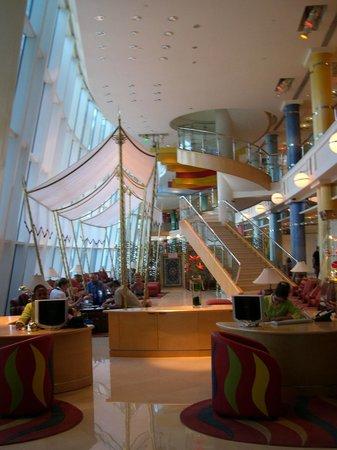 Jumeirah Beach Hotel: Buffet area