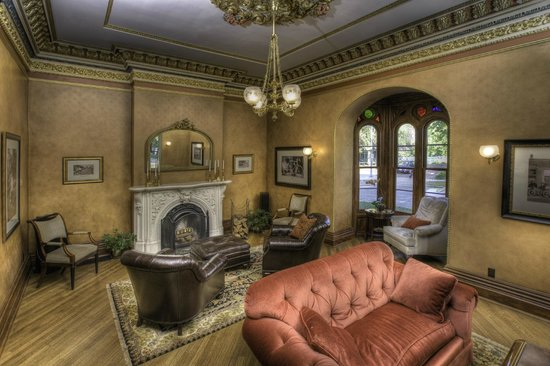 Mansion Hill Inn : Parlor