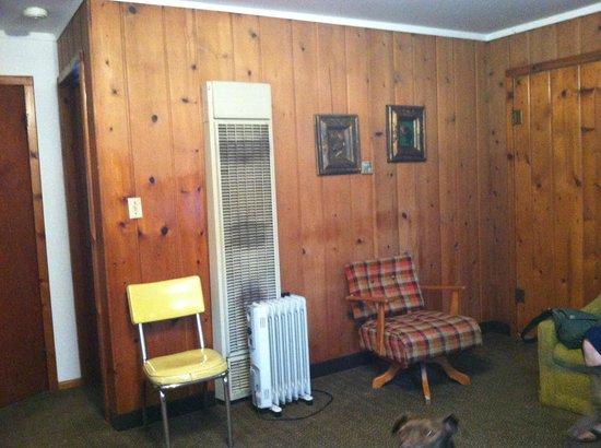 Indian River Motel & Cottages : Living room