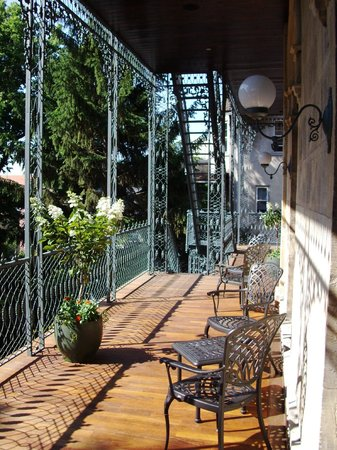 Mansion Hill Inn : Porches