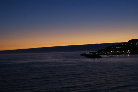 SANA Sesimbra Hotel : Sunrise at the pool
