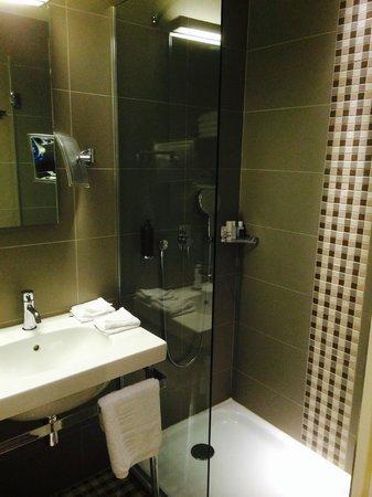 Le Mareuil : Bathroom