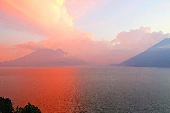 Lomas de Tzununa : Sunset ablaze!