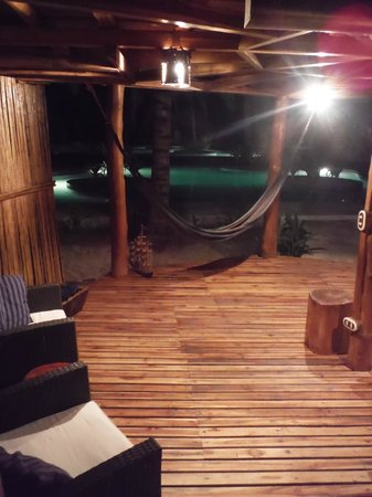 Hotel Tortuga Village: Downstairs living area, complete with your own hammock