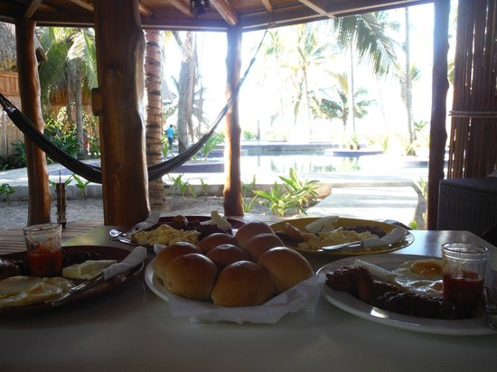Hotel Tortuga Village: Living and Dining Room and our breakfast
