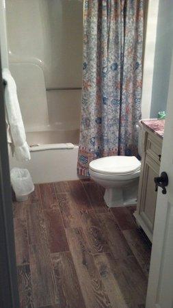 Atlantic Towers : Bathroom in 312