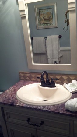 Atlantic Towers : Bathroom 312