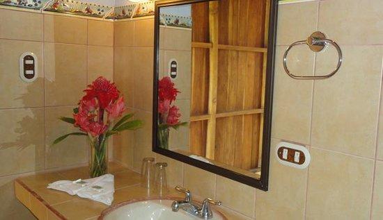 Hotel Carlos Lodge: baño