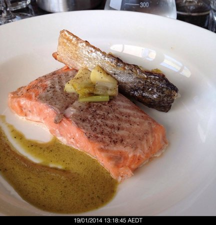 Lark Hill Winery Restaurant: Salmon sous vide cooked at 50°C in a vacuum sealed bag with crispy skin and leeks