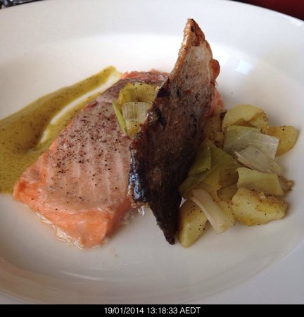 Lark Hill Winery Restaurant: Salmon sous vide cooked at 50 °C in a vacuum sealed bag with crispy skin and leeks