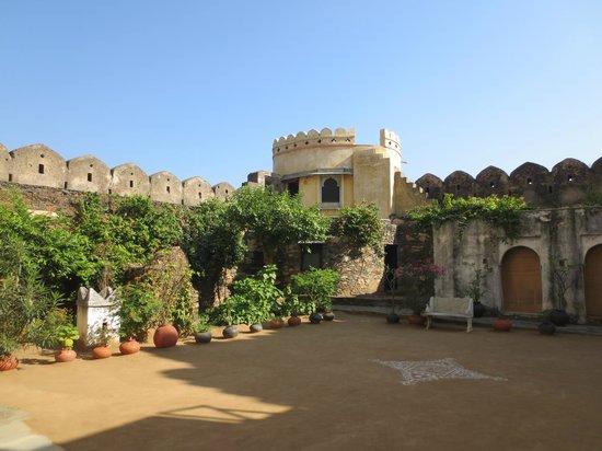 Karni Fort Bambora: Innenhof des Forts