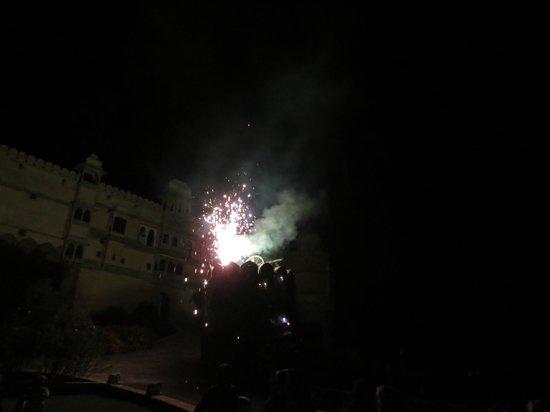 Karni Fort Bambora : Abschiedsfeuerwerk