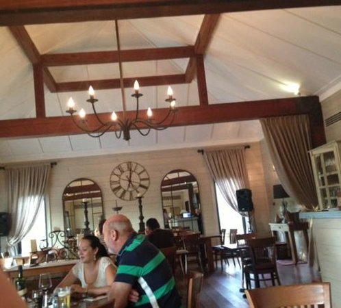 Graze Willow Tree Inn: The restaurant is so beautifully presented