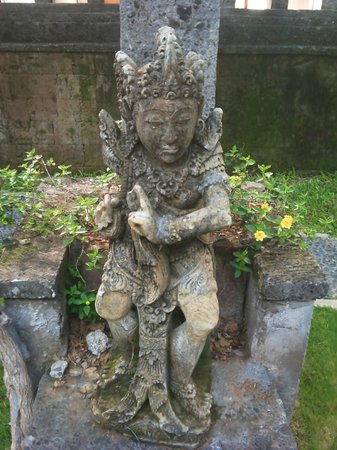 Prime Plaza Hotel Sanur - Bali (Formerly Sanur Paradise Plaza Hotel): Statue in the garden