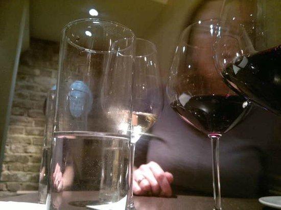 Negozio Classica Primrose Hill: Wine testing of some of there interesting wines!