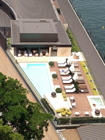 Park Hyatt Sydney: View of the pool deck from the bridge walk up above