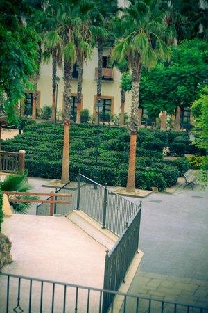 PortAventura Hotel El Paso: Hotel grounds