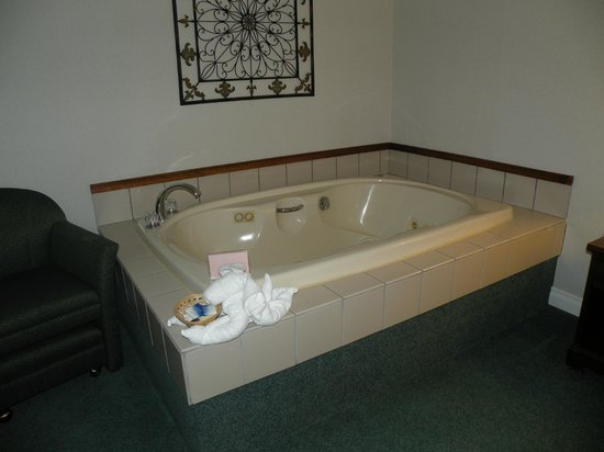 Best Western Sault Ste. Marie: Jacuzzi tub