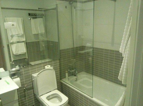 Splendom Suites Gran Via: Cuarto de baño