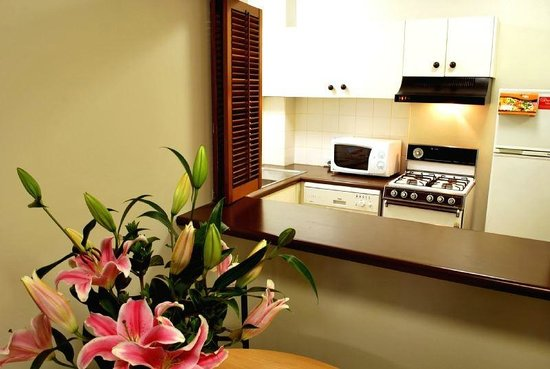 Metro Apartments on King: Kitchen