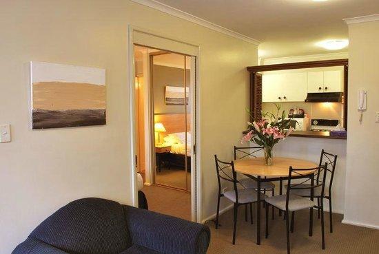 Metro Apartments on King: Lounge Room