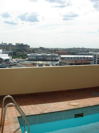 Metro Apartments on King: View Of Darling Harbour from Pool