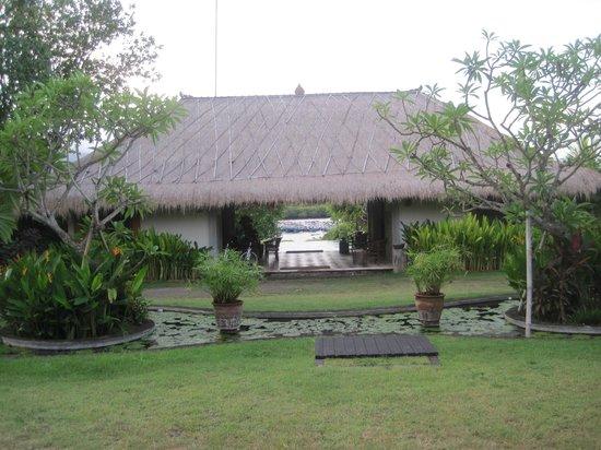 Naya Gawana Resort & Spa : View through reception to pool and bay