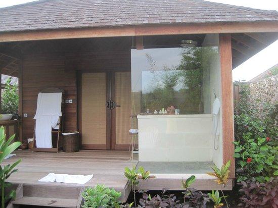 Naya Gawana Resort & Spa : Bay View Cottage outside bathroom
