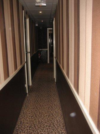 Hotel Pax Opera: Corredor de las habitaciones