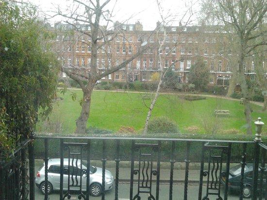 Garden View Hotel : Vista del parco davanti all'hotel.