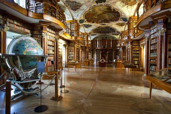 Hotel Garni Eden: stiftsbibliothek
