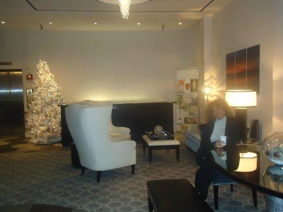 Hotel Union Square : PASILLOS Y ESCALERA A HABITACIONES