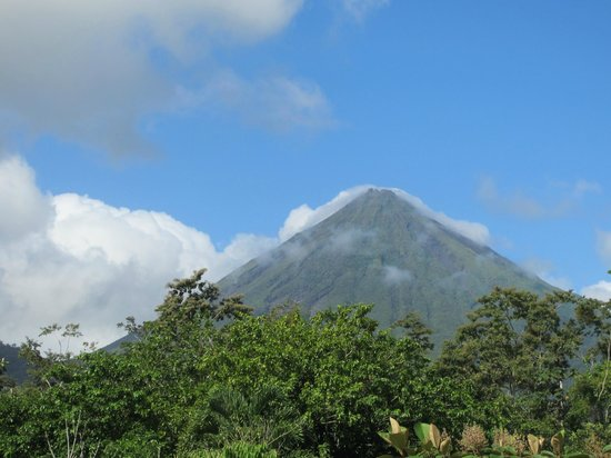 Casa Luna Hotel & Spa: View from our balcony - Arenal Volcano