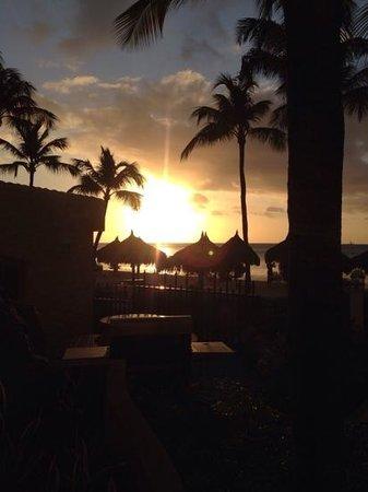 Playa Linda Beach Resort: sunset