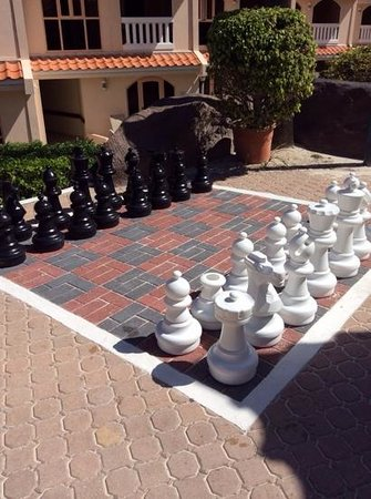 Playa Linda Beach Resort : cool chess game
