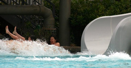 Typhoon Lagoon : mi nena pequeña y yo en plena caida