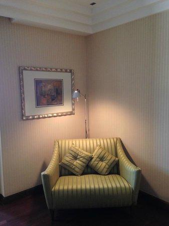 InterContinental Riyadh: Reading corner in the Executive Club rooms