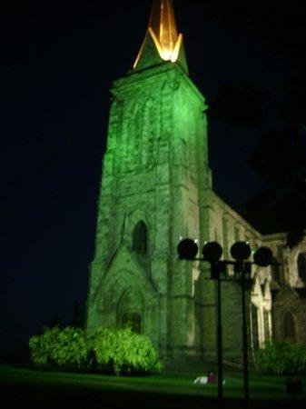 Catedral de San Carlos de Bariloche : catedral iluminada a noite
