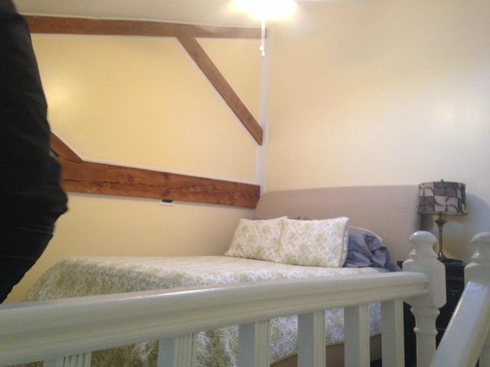 Stemmerman's Inn : Queen size bed in the upstairs loft