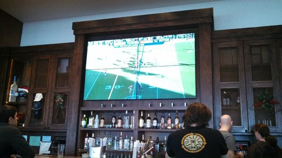 Miner's Grill and Sports Bar: Awesome screen to watch the game