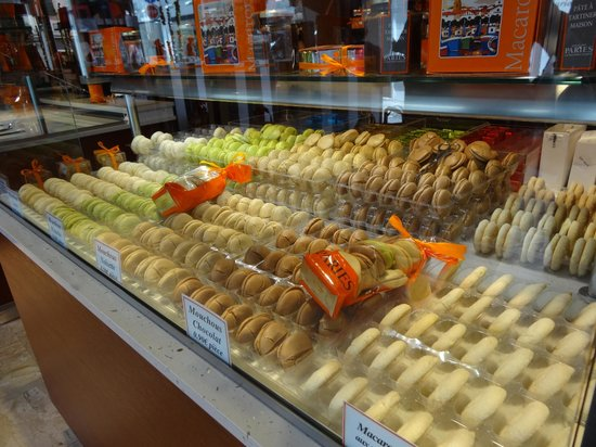 Confiserie Paries : Macaroons and Mouchous