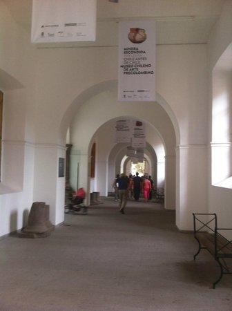 Chilenisches Museum für präkolumbische Kunst: El acceso