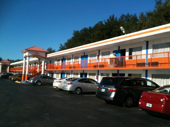 Howard Johnson Inn - Ocala FL : Howard Johnson orange and blue.